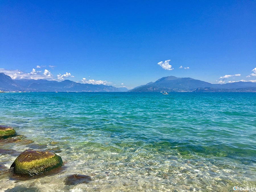 Where to swim in Lake of Garda: best beaches in Sirmione with crystal clear water