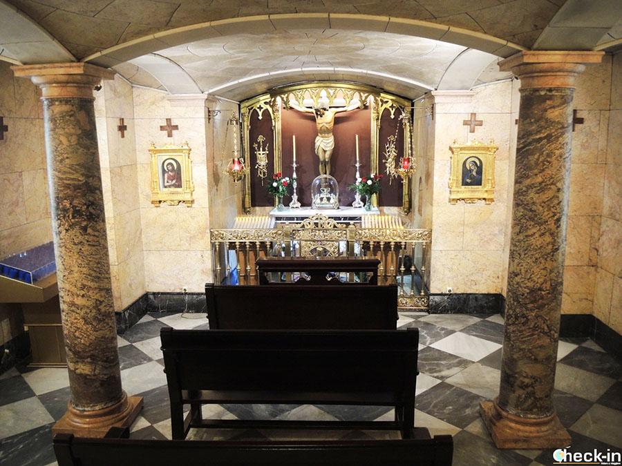 Visita de la Basílica de la Virgen de los Desamparados en Valencia (España del sur)