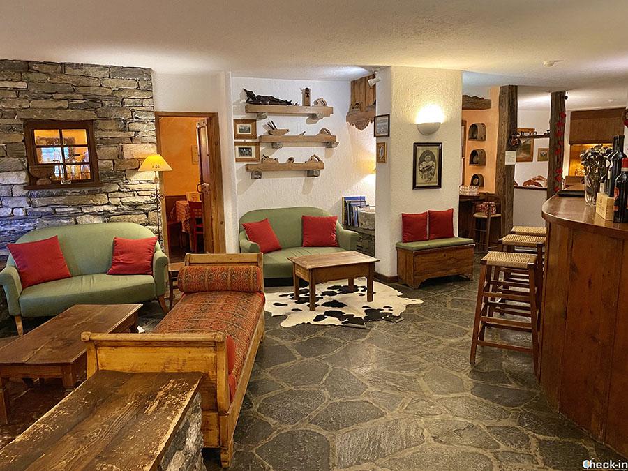 Area comune con zona bar e caminetto - Hotel La Grange a Courmayeur
