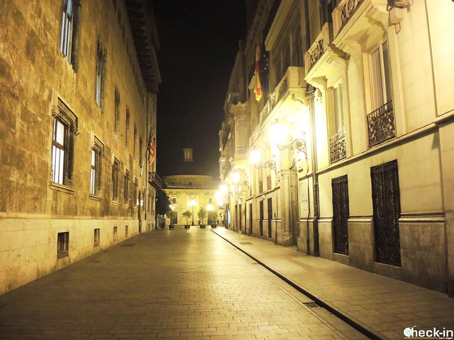 Itinerario a pie por el casco viejo de Valencia: calle de los Caballeros