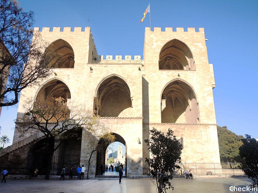 Torres de Serranos en el casco viejo de Valencia - Comunidad Valenciana, España del sur