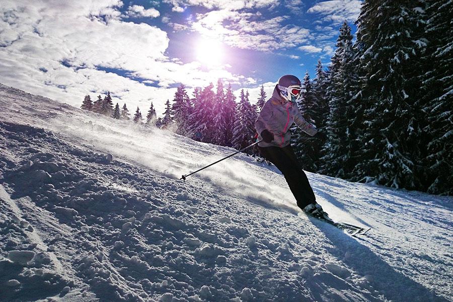 I vantaggi dello sciare e di una vacanza in montagna