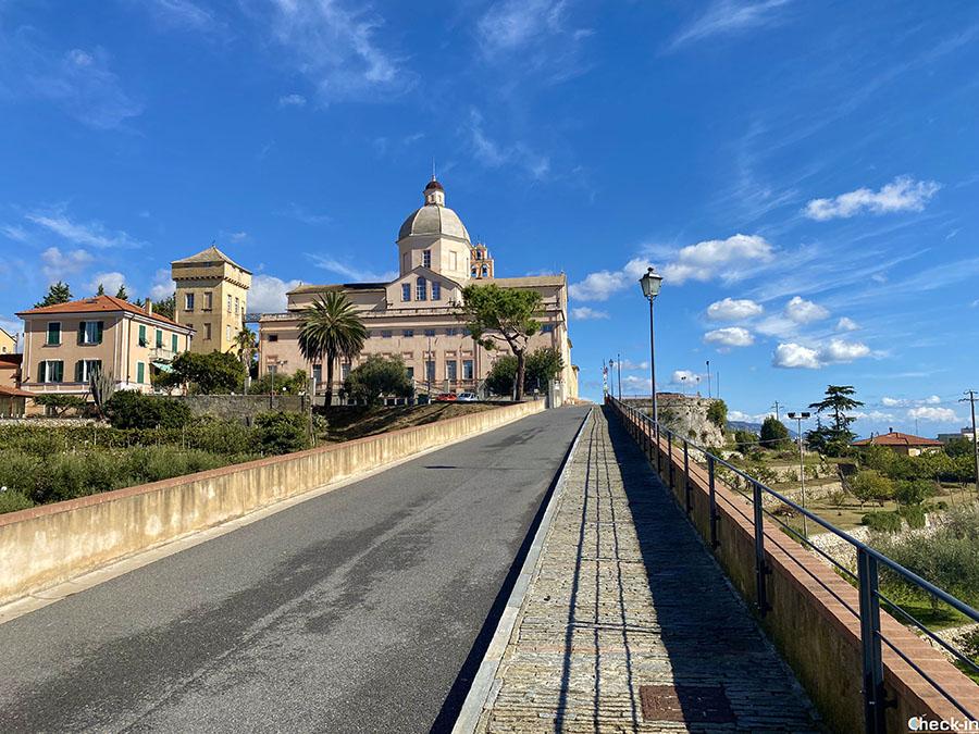 Come raggiungere il Convento dei Frati Carmelitani Scalzi sul monte Carmelo a Loano (Liguria)