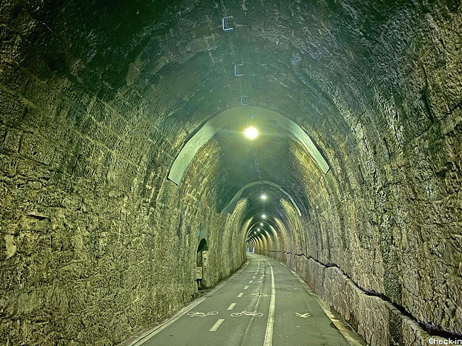 """In galleria lungo la ciclopedonale """"Marimonti"""" tra Framura e Levanto (lunghezza totale di 5,5 Km circa)"""