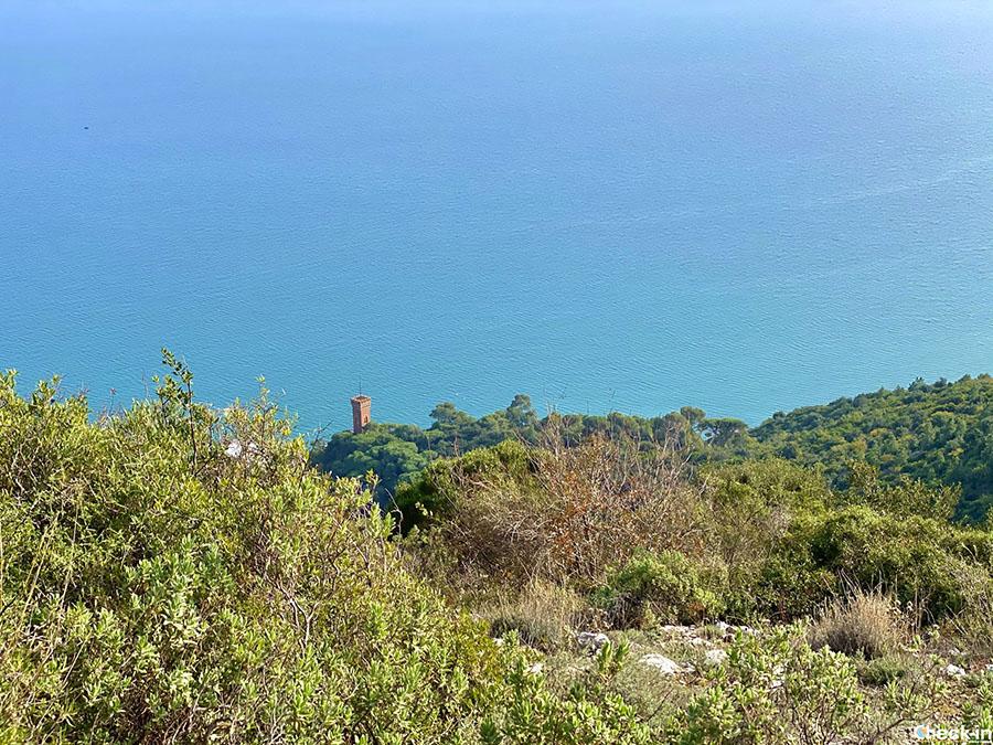 Capo Santo Spirito e Castello Borelli visti dal monte Piccaro verso Ceriale (Liguria)