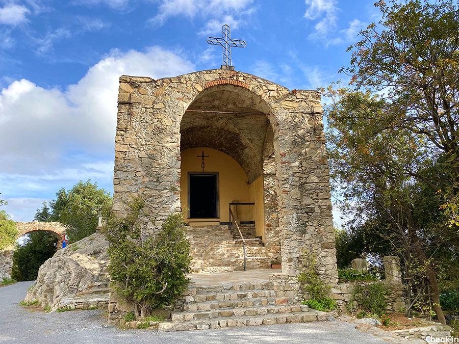"""Monumenti della passeggiata romana """"Iulia Augusta"""" tra Alassio e Albenga (SV): Chiesa di S. Croce"""