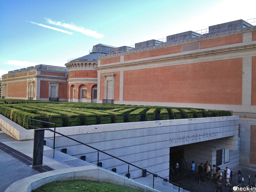 Obras expuestas al Museo del Prado en el Paseo del Arte de Madrid