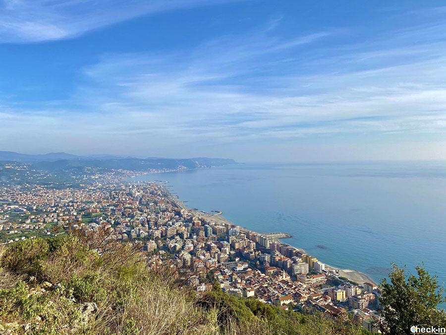 Vista panoramica su Borghetto S. Spirito dalla Madonna della Guardia - Liguria di ponente