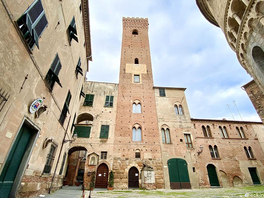 Luoghi simbolo di Albenga: Piazza dei Leoni - Riviera ligure di ponente