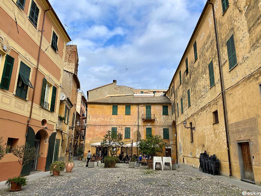"""Tour del centro storico di Albenga, la """"Città delle 100 torri"""" - Liguria di ponente"""