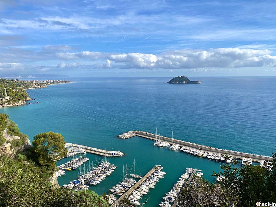 La Marina di Alassio e l'isola Gallinara viste dalla Chiesa di S. Croce
