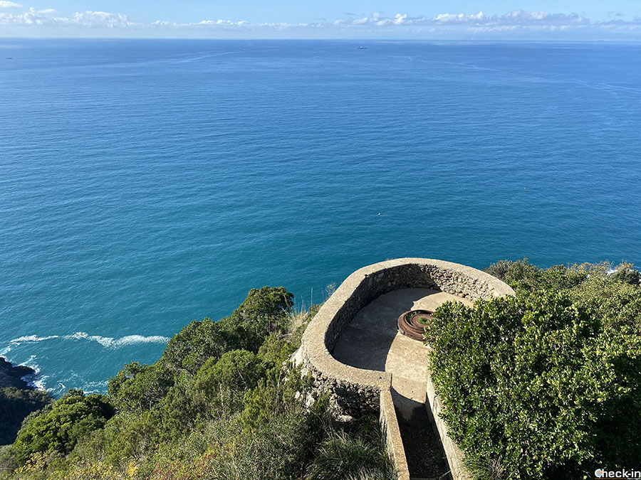 Escursione nel Parco Naturale di Portofino: sentiero da Camogli e Punta Chiappa a Batterie