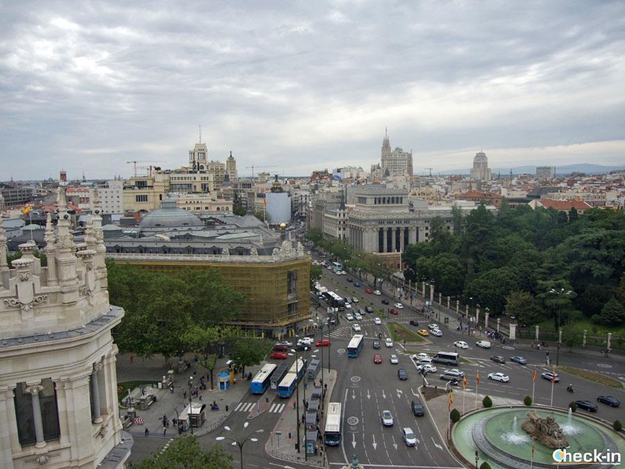 Vista panorámica desde el Palacio de Comunicaciones en Plaza de Cibeles - Madrid, España
