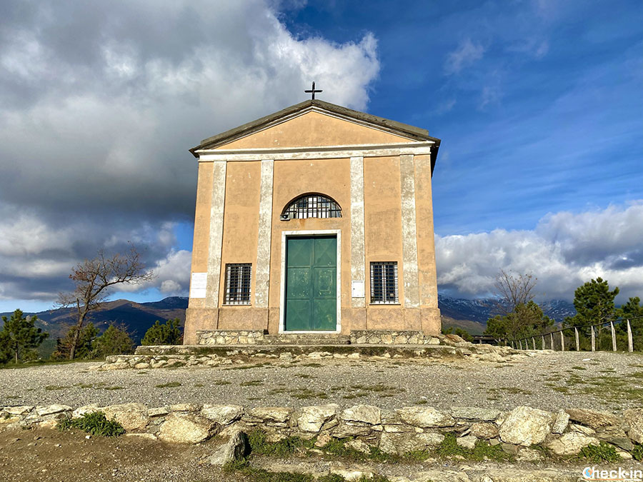 Trekking sul monte Grosso di Varazze al Santuario di NS della Guardia - Liguria di ponente
