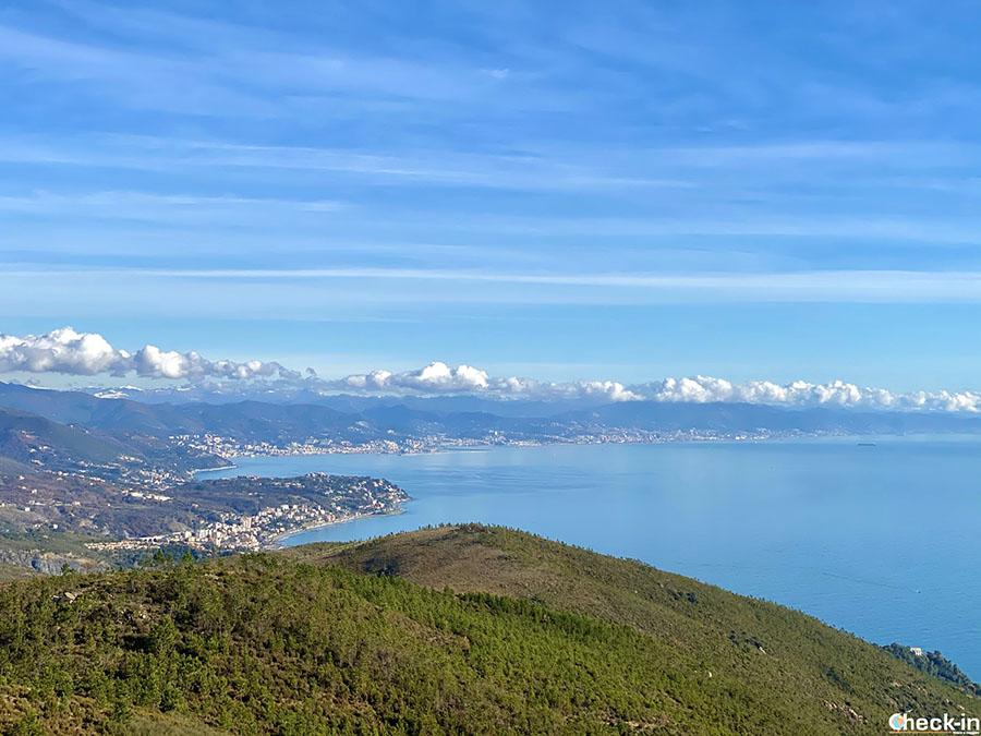 Belvedere monte Grosso di Varazze: vista su Cogoleto e Genova