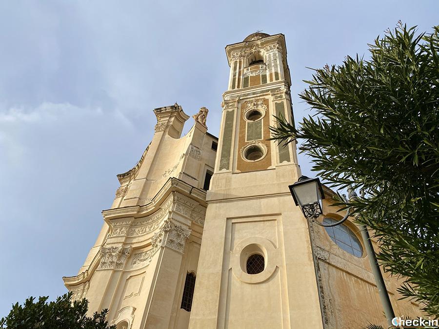 Chiesa parrocchiale ed Oratorio nel centro storico di Laigueglia - Provncia di Savona, riviera ligure di ponente