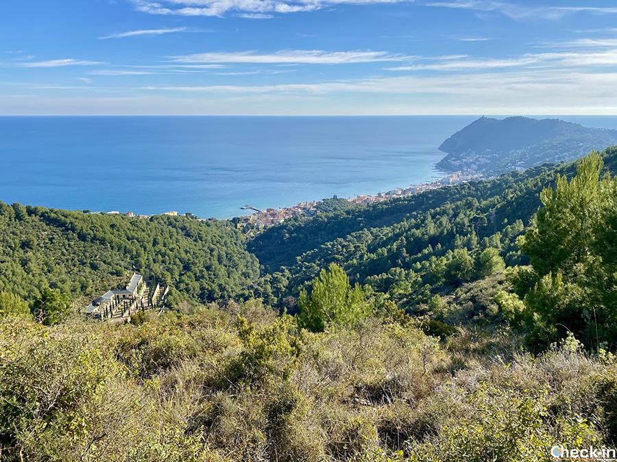 Laigueglia e Capo Mele dal sentiero verso Poggio Brea (SV) - Trekking in Liguria