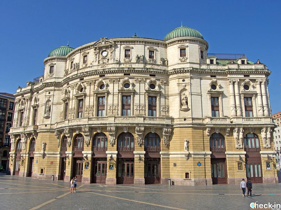 Plaza y Teatro Arriaga - Punto de salida de los tours guiados por Bilbao - España del norte