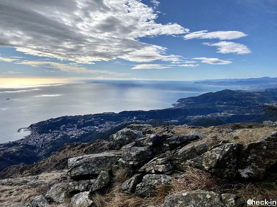 Vista della costa di ponente dalla Rocca dell'Erxo - Parco del Beigua, Arenzano