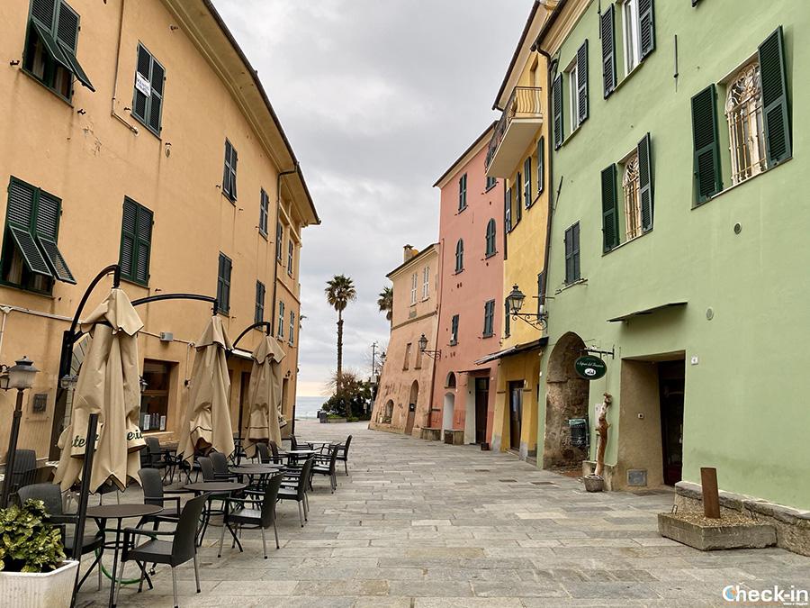 Cosa vedere a S. Lorenzo al Mare (IM): Piazza Giuseppe Garibaldi