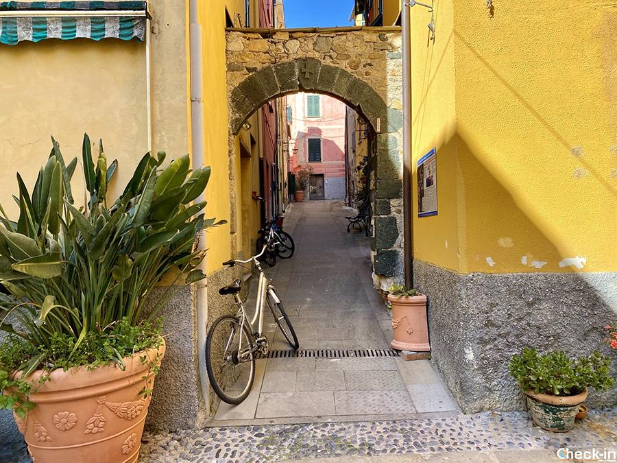 """Visita di Deiva Marina, provincia di La Spezia: """"Arco del Beghetto"""""""