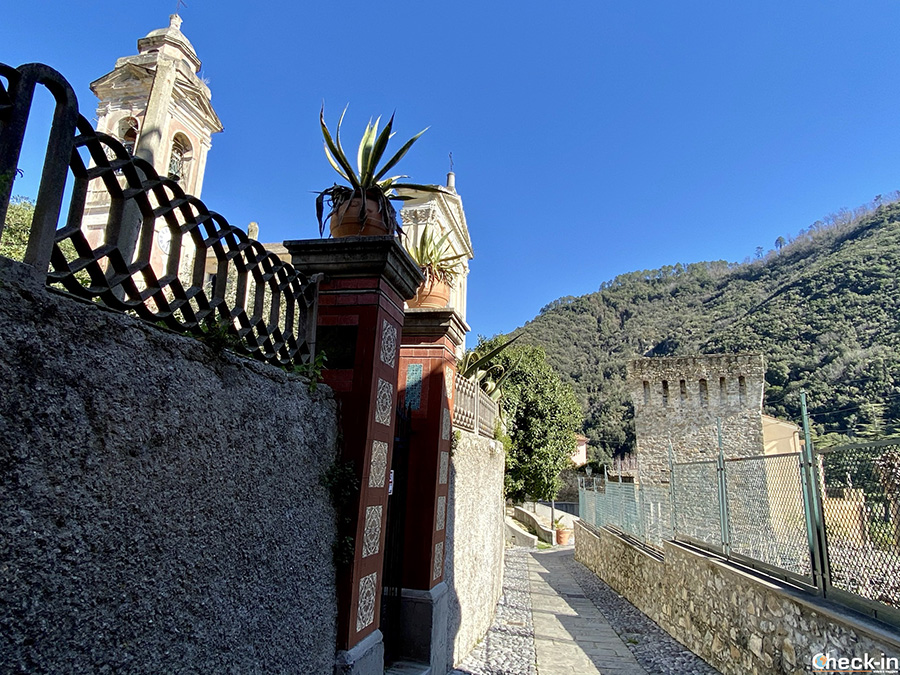 Parrocchia di S. Antonio Abate e Torre Saracena a Deiva Marina (Liguria)