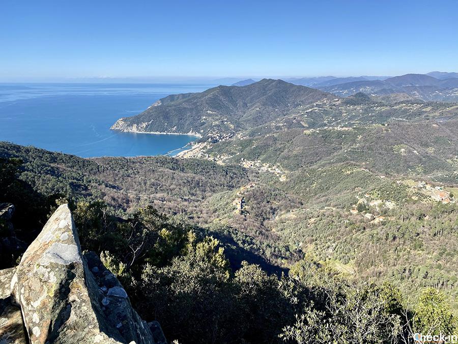 Panorama della baia di Moneglia dal monte Incisa (Levante ligure)