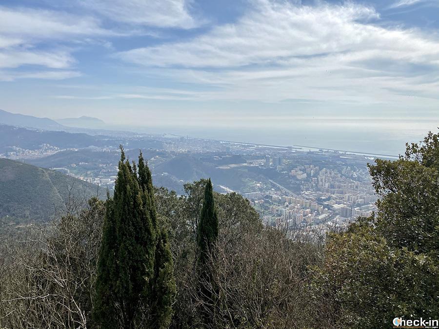 Belvedere su Genova dal Santuario del Monte Gazzo (419 m d'altitudine) a Sestri Ponente