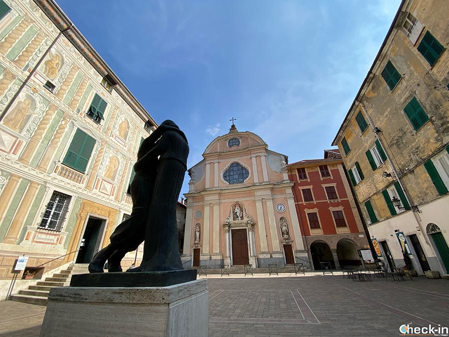 Piazza Vittorio Emanuele con Palazzo Spinola e Chiesa della Natività di Maria - Campo Ligure (GE)
