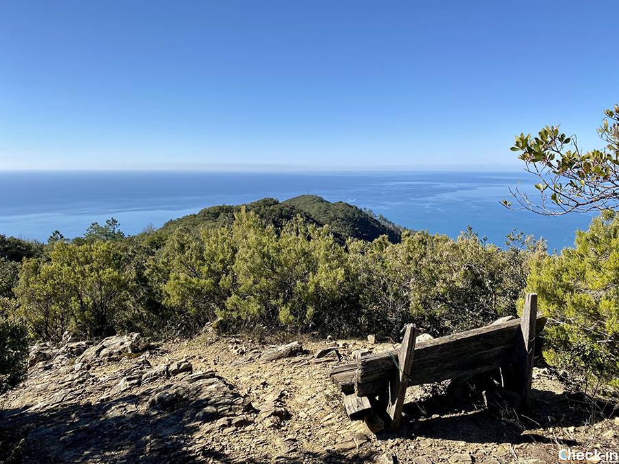 Sentiero da Lemeglio alla vetta del Monte Incisa - Liguria di levante