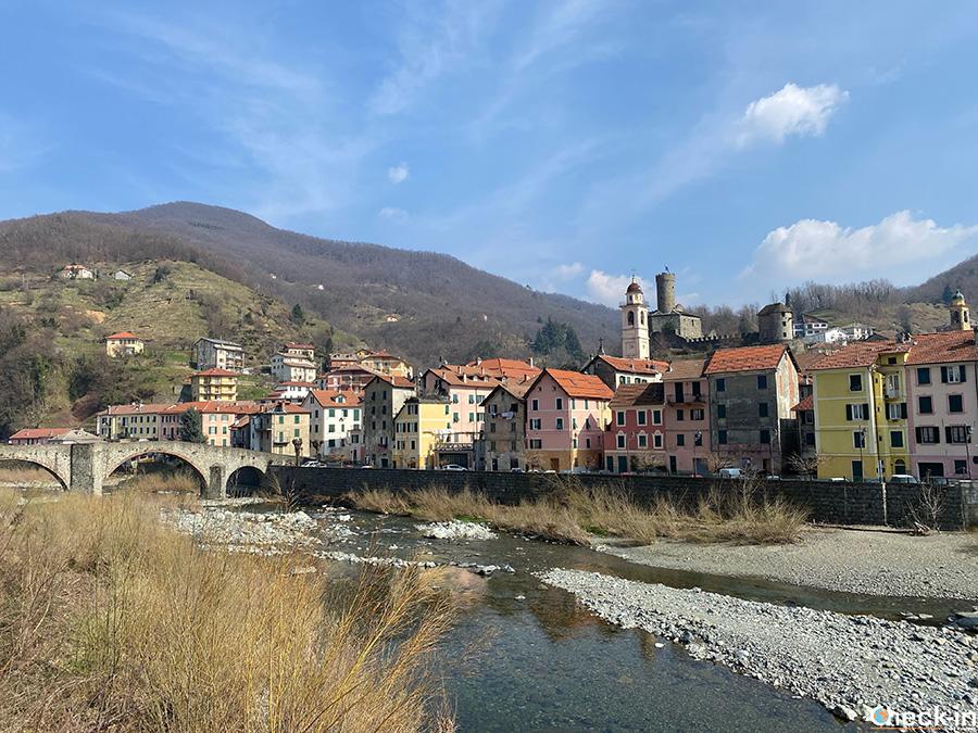 Cosa vedere a Campo Ligure in un giorno: Ponte San Michele (Stura) con vista del centro storico