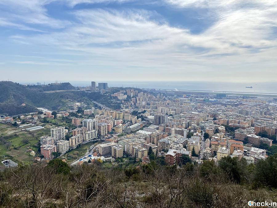 Anello del monte Gazzo con vista sull'aeroporto di Genova Sestri Ponente
