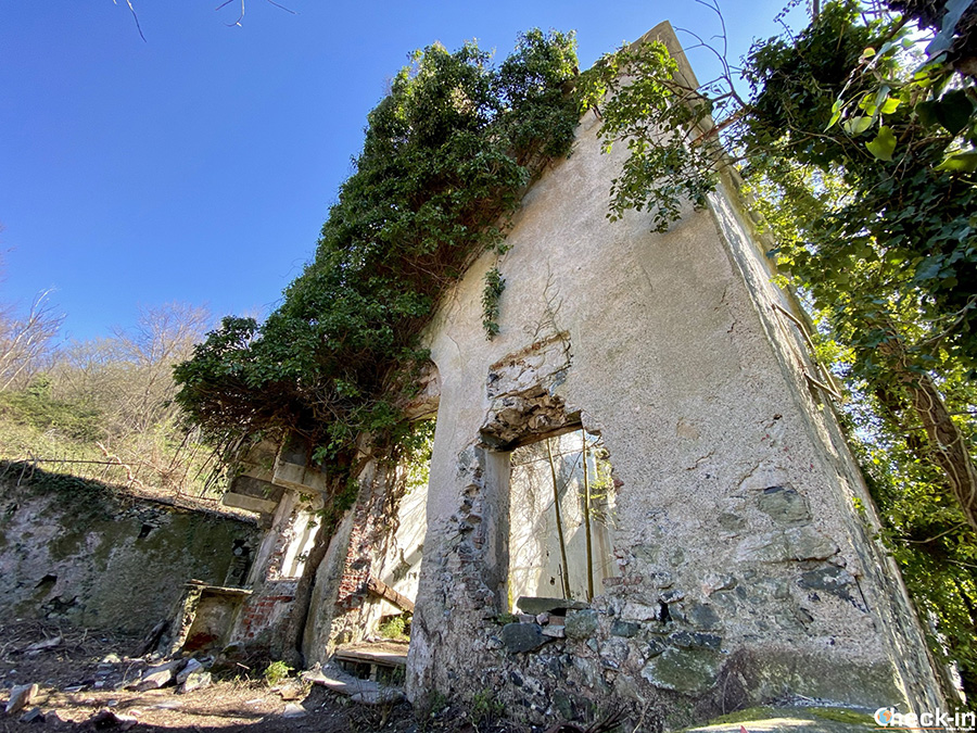Sentiero per i resti dell'Abbazia di Cassinelle - Chiesa di Santa Maria