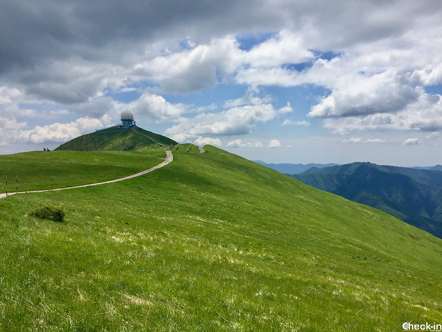 Come raggiungere la vetta del Monte Lésima, al confine tra le province di Pavia e Piacenza