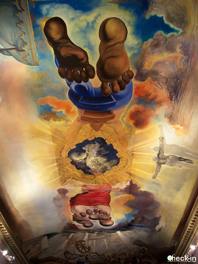 """El """"ascenso de Gala y Dalí al cielo"""" - Obras surrealistas en el Teatro-Museo de Figueres"""