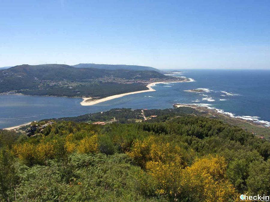 Vista panorámica desde el Monte Santa Tecla (A Guarda): río Miño y costa portugués