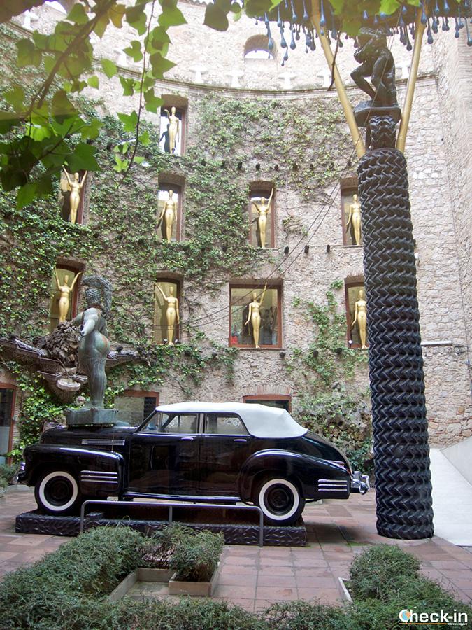 Qué ver en el Teatro-Museo de Dalí: el Patio central y la Cadillac