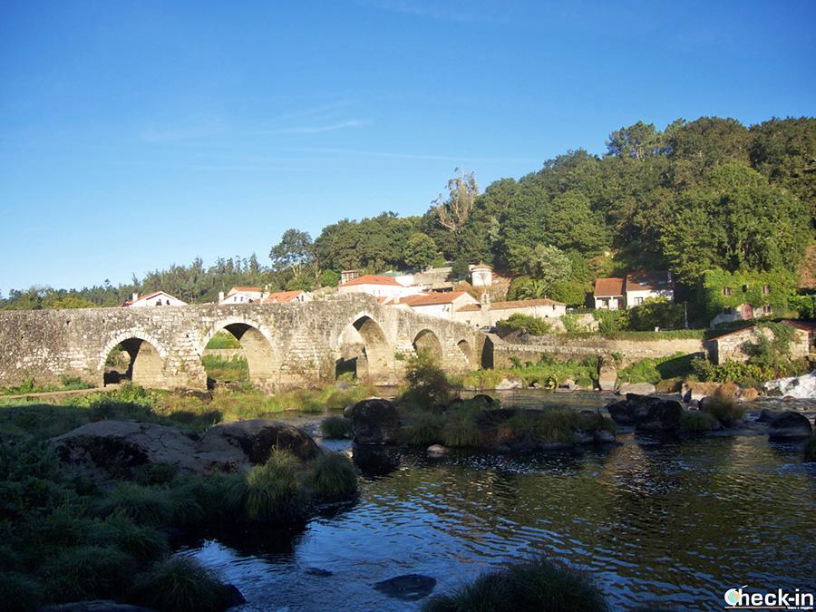 Tour guiado de Santiago de Compostela a la Costa da Morte: Puente de Pontemaceira (Agrón)