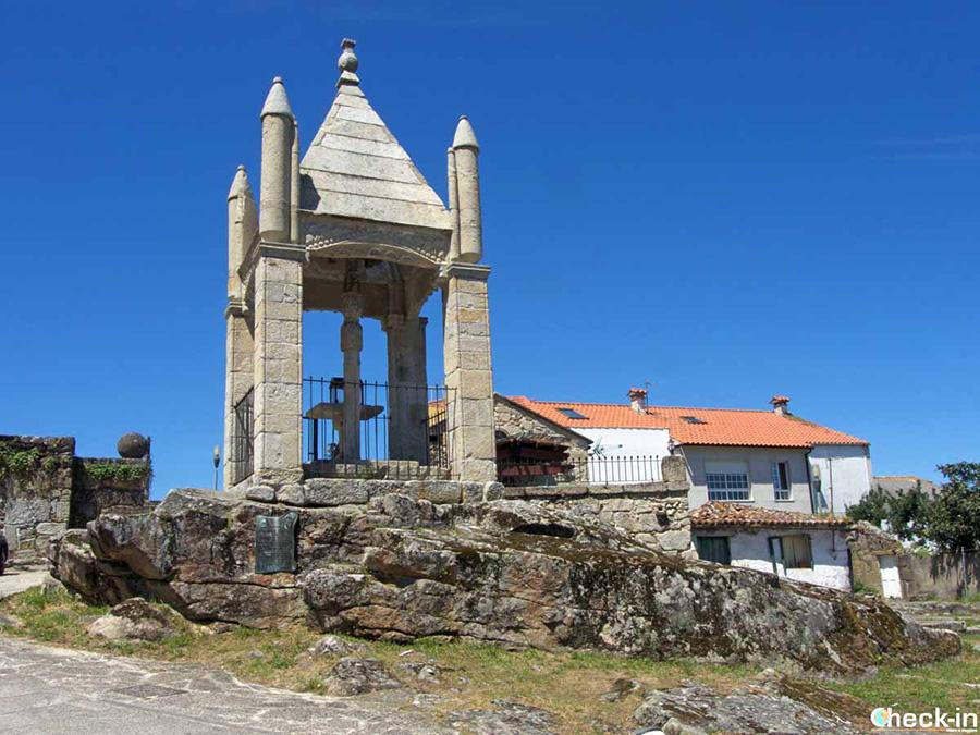 Cruceiro de la Santísima Trinidad - Etapa del Camino portugués de la costa en Baiona (España)