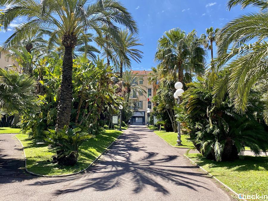 """Bordighera, città """"Regina delle palme"""": Giardino del Palazzo del parco"""