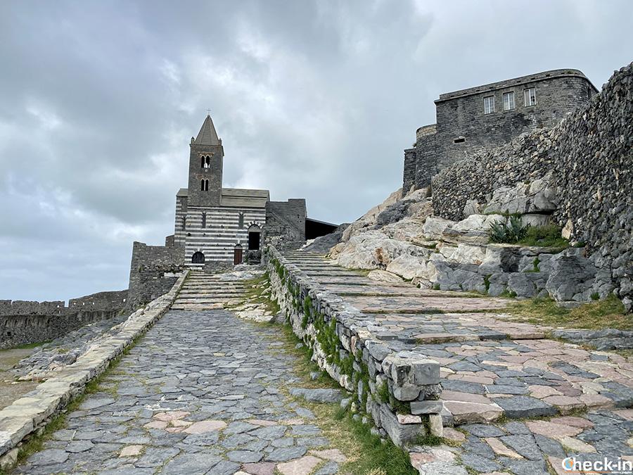 Storia e posizione della Chiesa di San Pietro a Portovenere - Golfo di La Spezia, Liguria