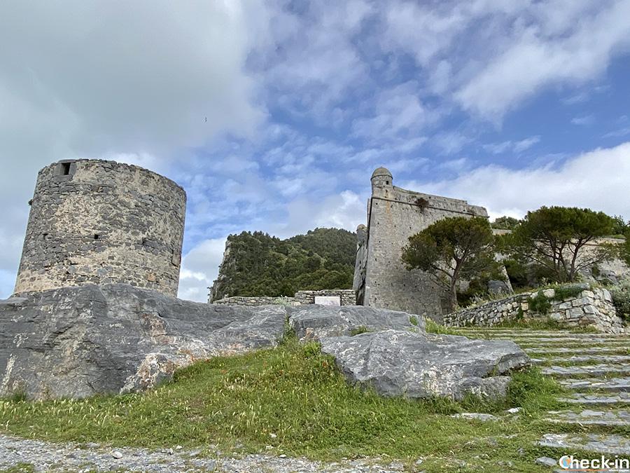 Mulini e Castello Doria sulle alture di Portovenere - Golfo dei Poeti, Liguria