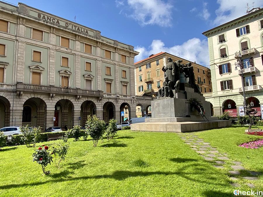 Luoghi di interesse e curiosità di Savona: la Campana del Monumento ai Caduti in Piazza Mameli