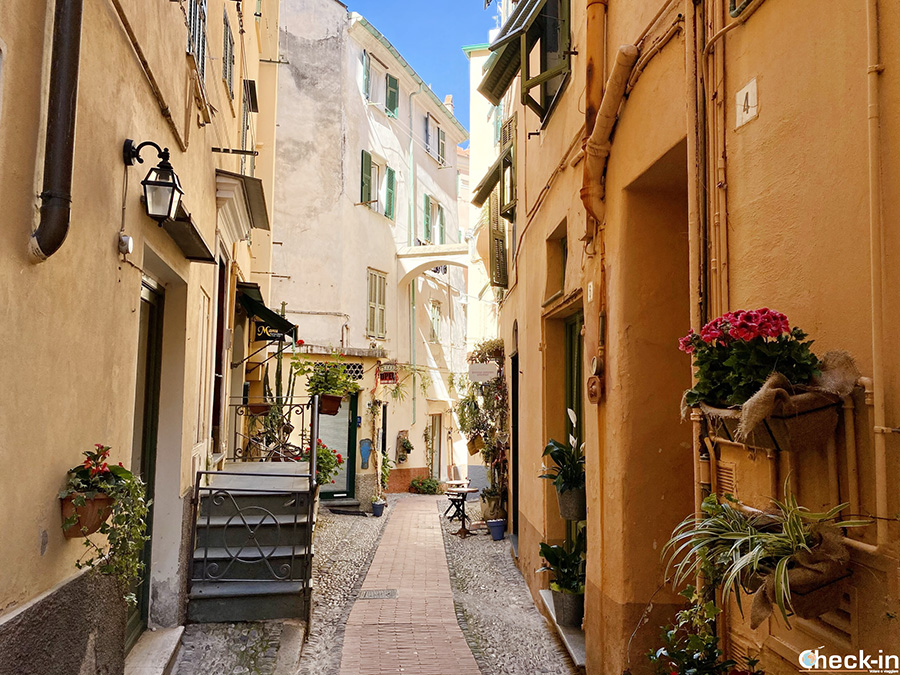 Tour del centro storico di Bordighera Alta - Riviera ligure di ponente