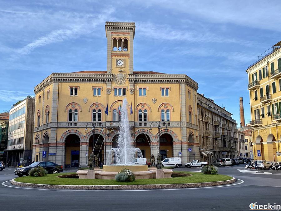Piazza Dante - Itinerario turistico a Imperia Oneglia (LIguria)