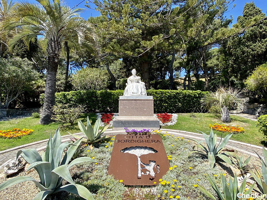 Giardini con statua della Regina Margherita - Bordighera, Liguria