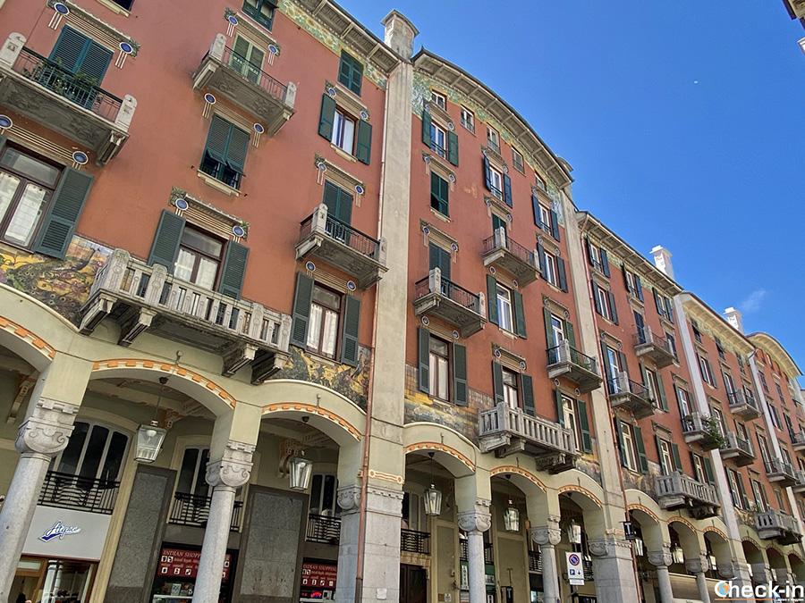 Architettura civile in centro Savona: Palazzo dei Pavoni (Via P. Paleocapa)