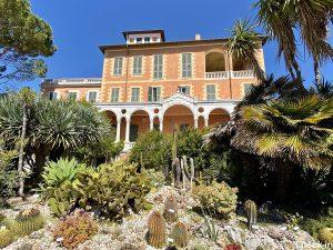 Palazzo e piante grasse nel cuore dei Giardini Hanbury a Ventimiglia - Riviera ligure di ponente