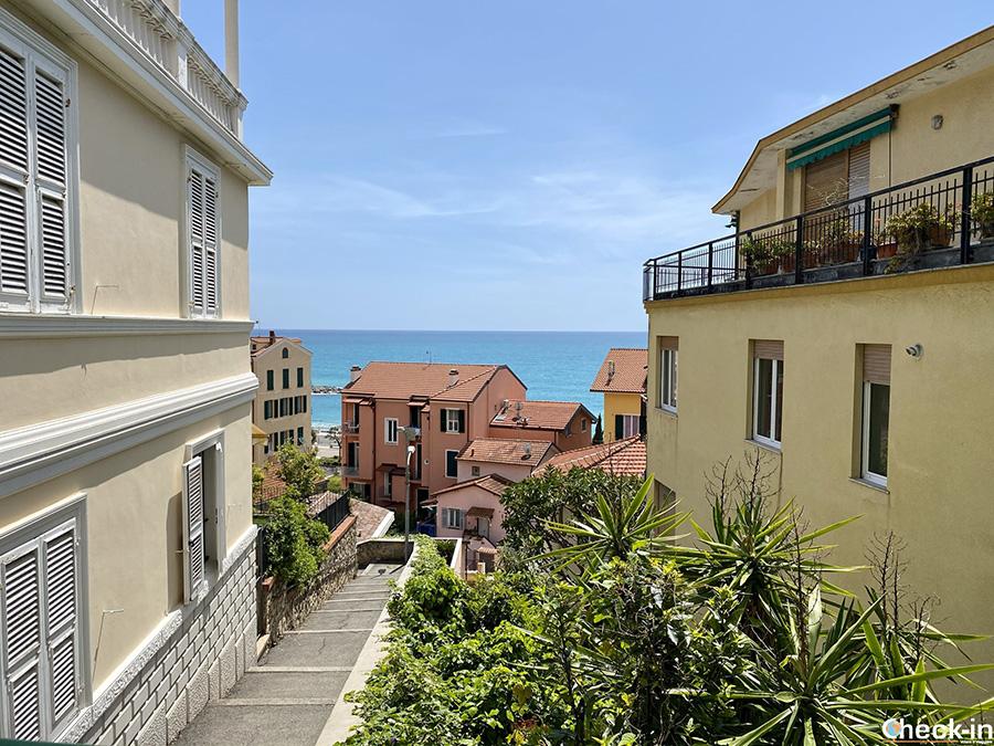 Escursione a Ospedaletti, case con vista mare - Provincia di Imperia, Liguria