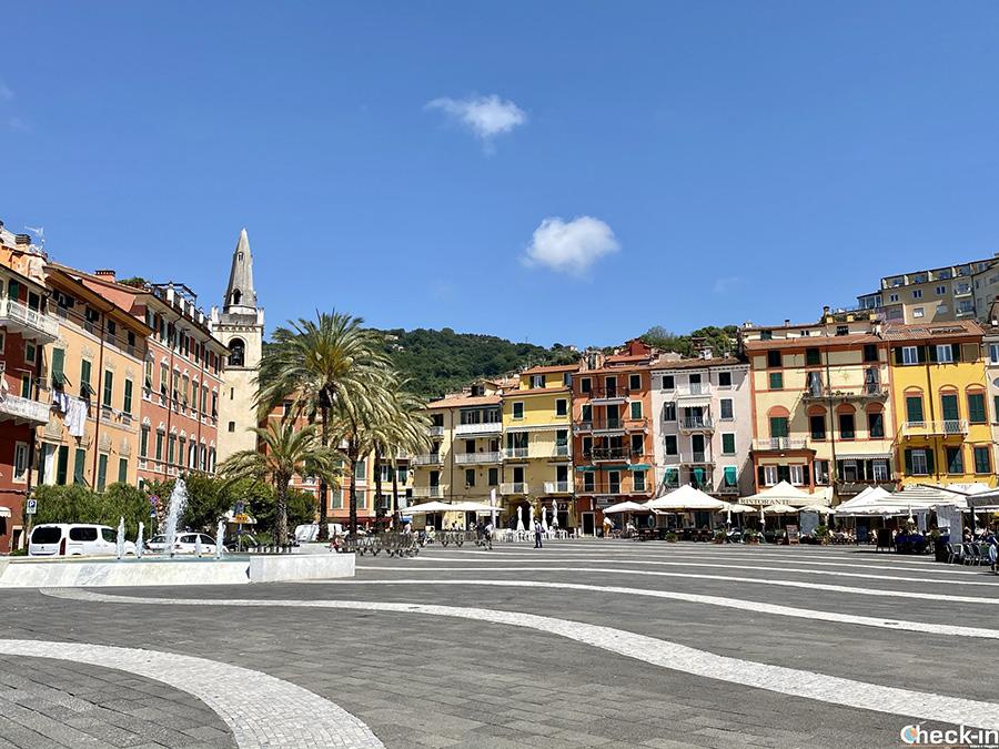 Tour del Golfo dei Poeti in Liguria - Piazza Garibaldi a Lerici